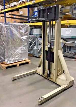 Crown Lift, Electric Pallet Stacker / Walk Behind, 20BS, 2000 lbs
